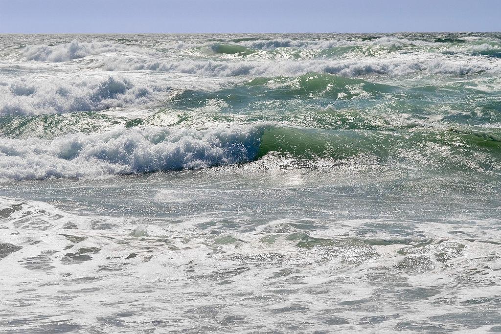 photo of waves in ocean