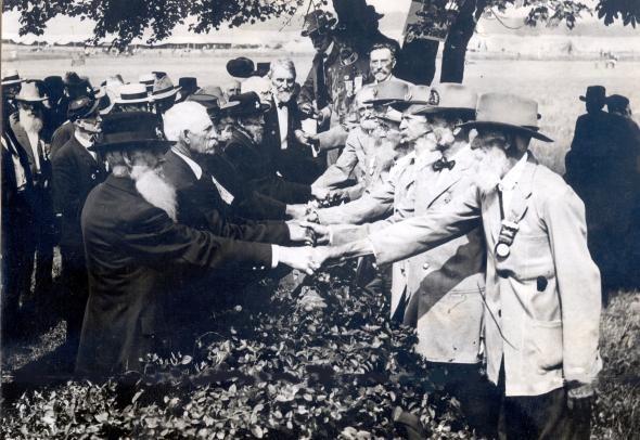 photo men shaking hands